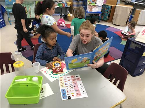 Hildreth Student reading to a preschool student